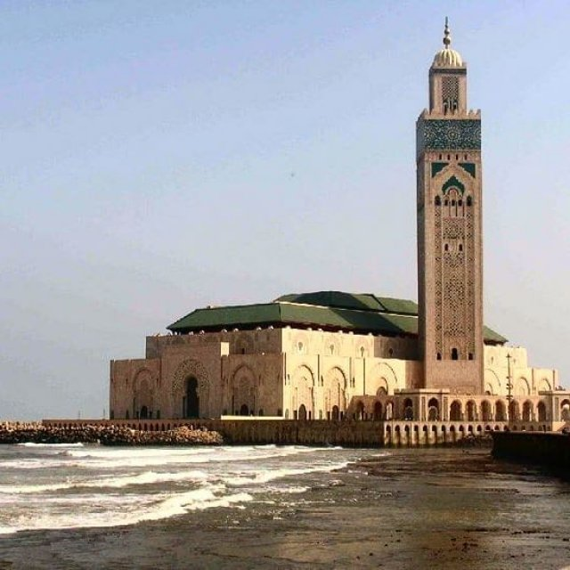 casablanca mosque hassan 2, its an attraction that you will see with our Morocco Desert tours travel agency